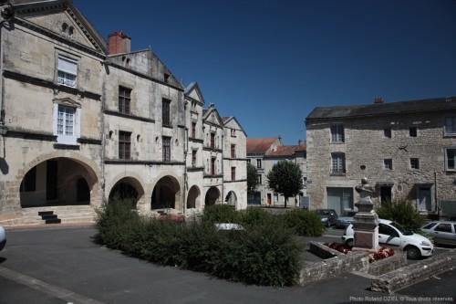 Fontenay le Comte ville chargée d'histoire, les Arcades