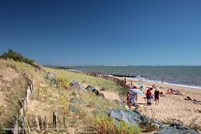 Bord de mer et plage de l'aiguillon sur mer