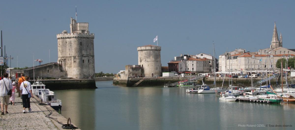 Le vieux port et les deux tours de la rochelle